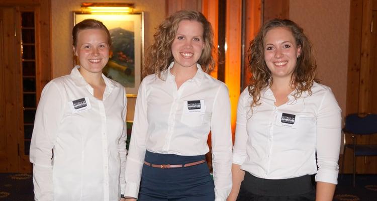 På billedet ses 3 instruktøre fra World of adventure klar til at holde reception