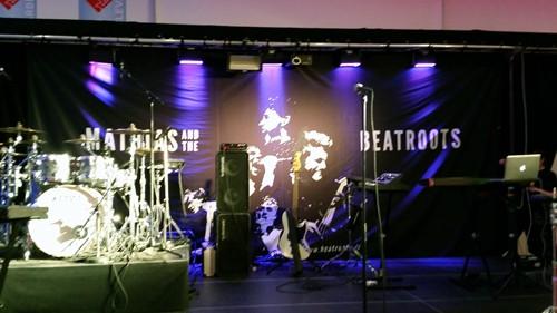 På billedet ses scenen hvor et band skulle spille til falcks arrangement