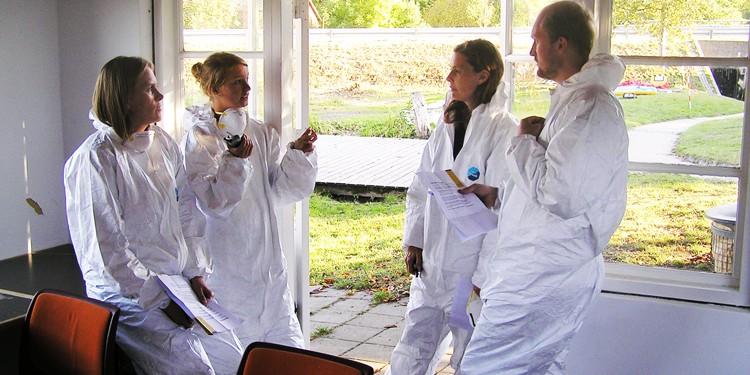 Deltagere i fuld gang med at opklare mordgåden