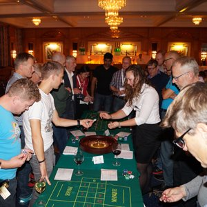 Her ses en dealer i fuld gang med at stå for rouletten til casino event