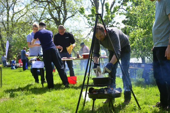 Her ses et billede fra et af vores velsmagende outdoor cooking challenge