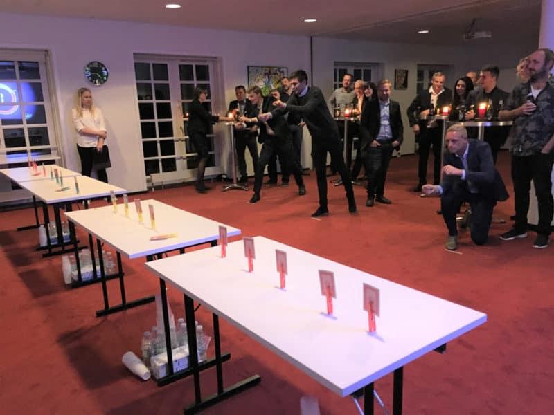 På billedet ses deltagerne i gang med aktiviteten Det perfekte minut