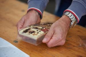 På billedet ses nogle af de lækre chokolader, som deltagerne har lavet i aktiviteten Chocolate Workshop